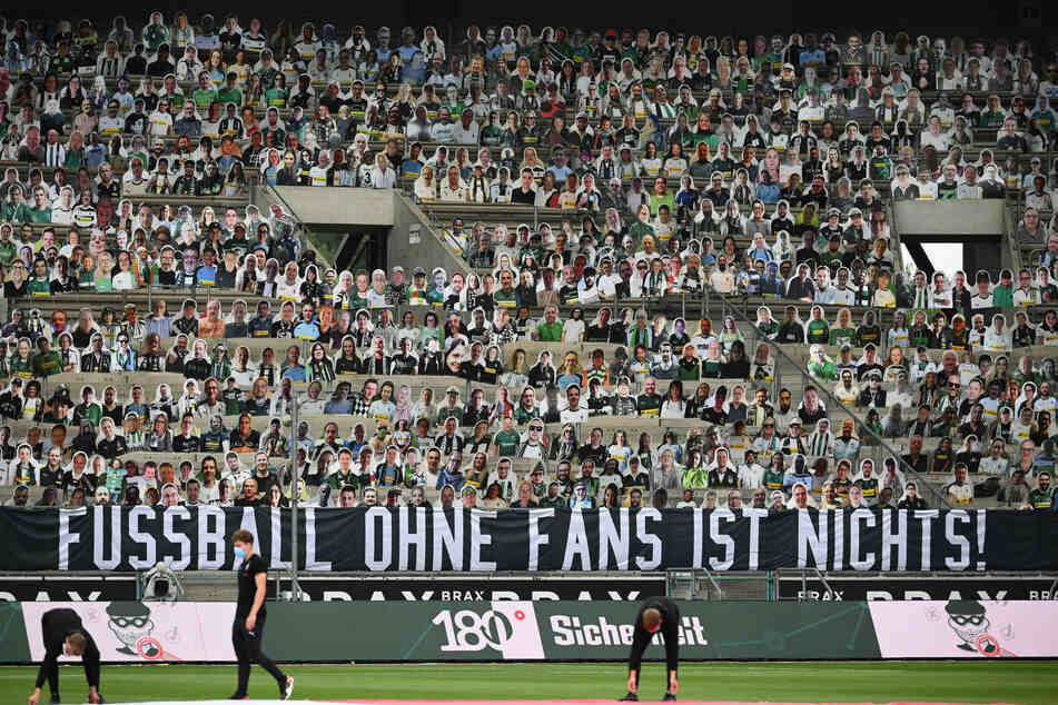 Einer Umrage zufolge stehen der Fan-Testphase in Bundesliga-Stadien 42 Prozent der Befragten negativ und 41 Prozent positiv gegenüber.
