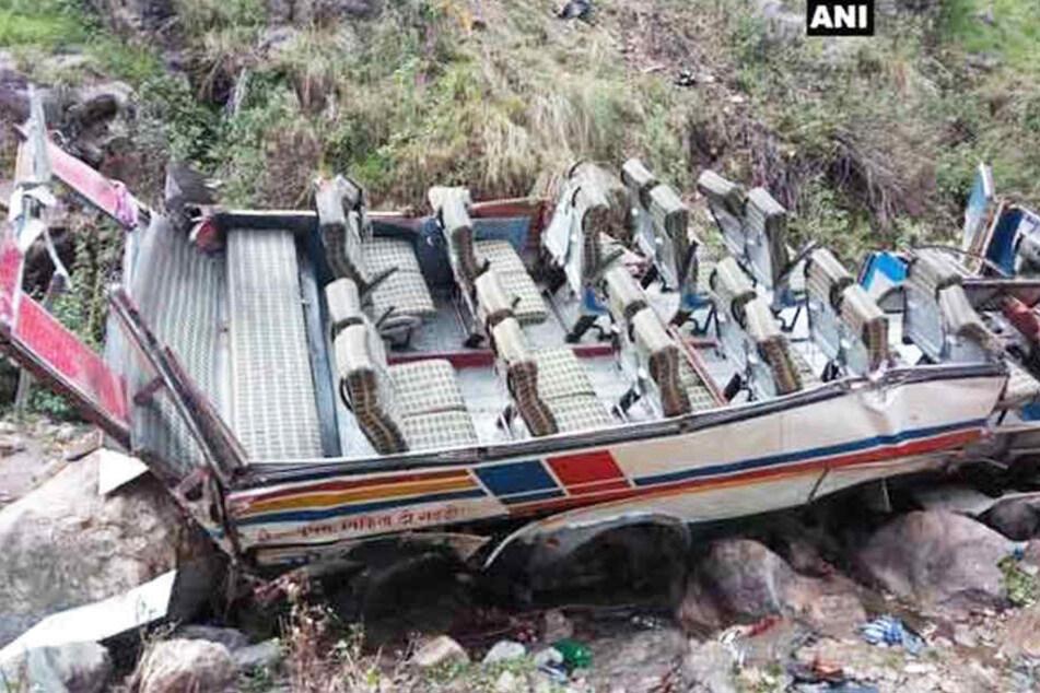 Mindestens 40 Tote bei Horror-Crash mit Bus