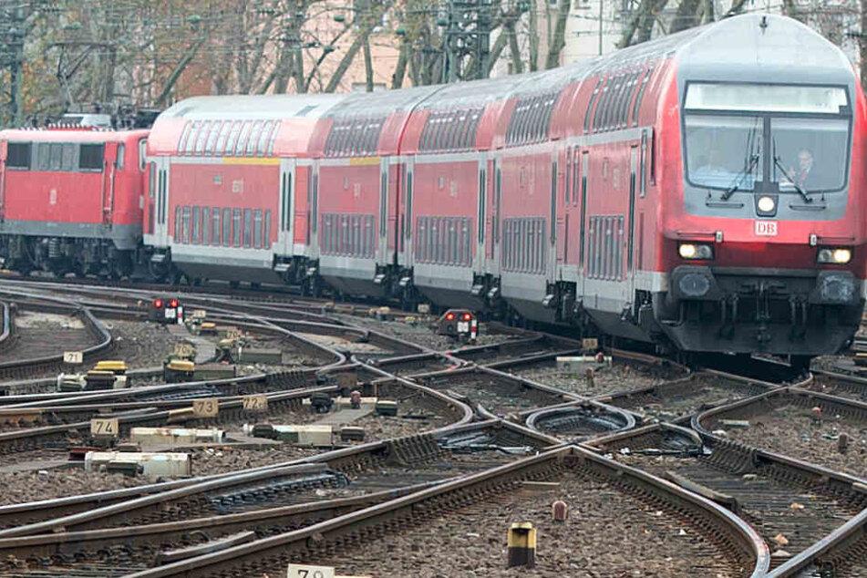 Der Regionalexpress 6 war auf dem Weg von Minden Richtung Bielefeld.