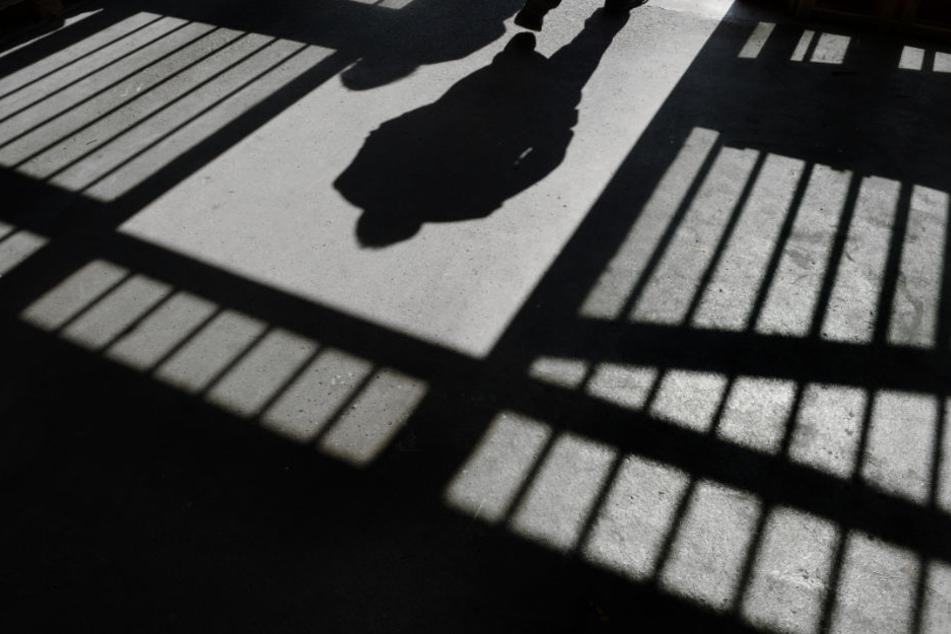 Über 23.000 Kriminelle befinden sich auf freiem Fuß. (Symbolbild)