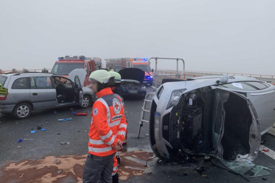 Glatteis und Nebel führen zu Massencrash auf Autobahn: 29 Verletzte, vier davon schwer