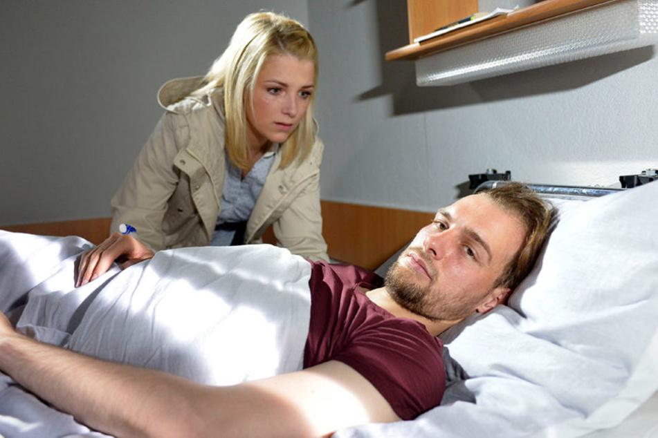 Endlich hat Lilly einen Weg gefunden, Chris in der Psychiatrie besuchen zu dürfen.