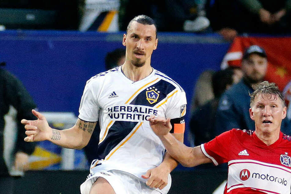 Ibrahimovic zlataniert Schweinsteiger im Duell der Altstars