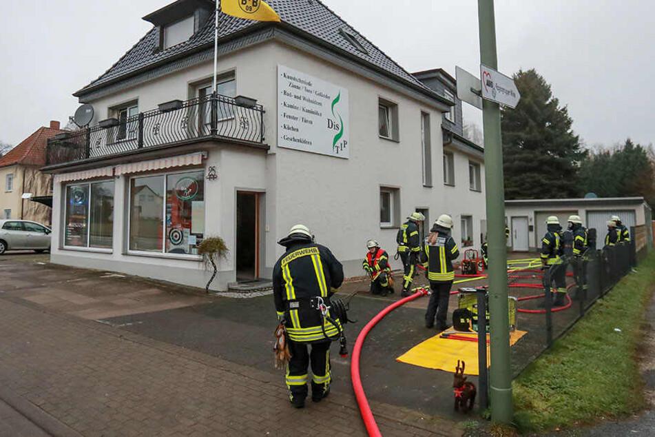 Die Feuerwehr hatte den Brand in der Milser Straße schnell im Griff.