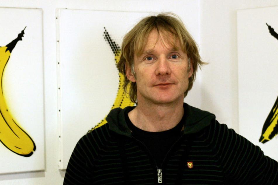 Thomas Baumgärtel im Jahr 2008 bei einer Ausstellung seiner Bananen-Bilder.