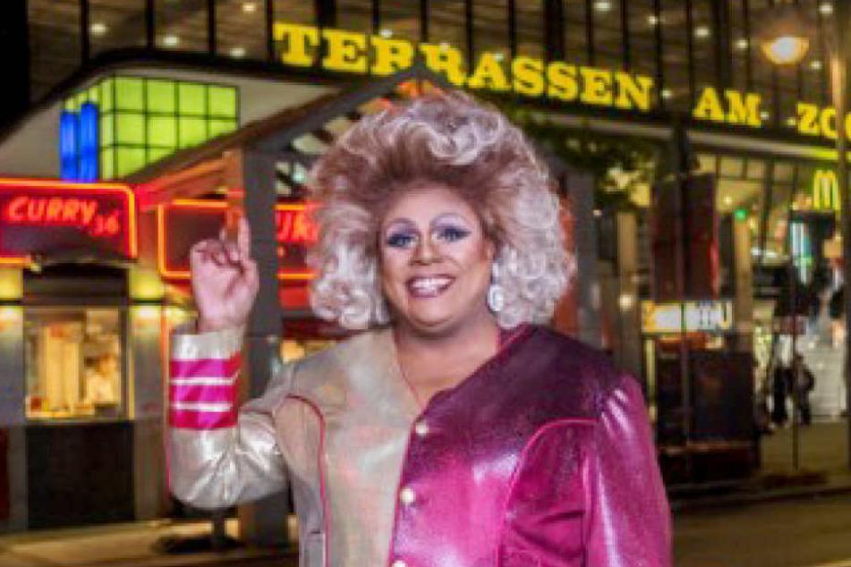 Seit 20 Jahren Berlin-Kennerin: Gloria Glamour (45) führt die Hauptstadt-Tour durch.