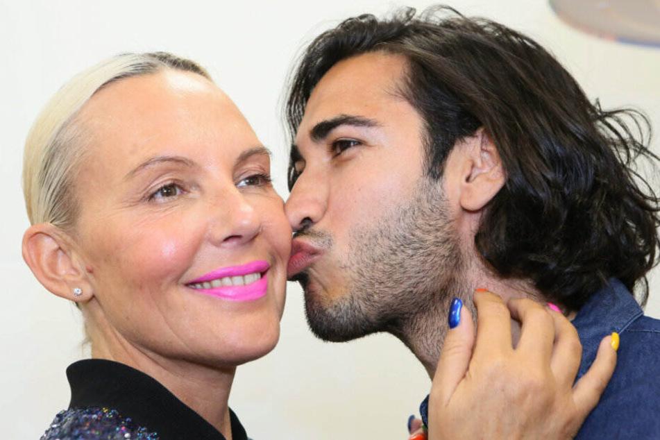 Natascha Ochsenknecht wird von ihrem Ex-Freund Umut Kekilli geküsst.