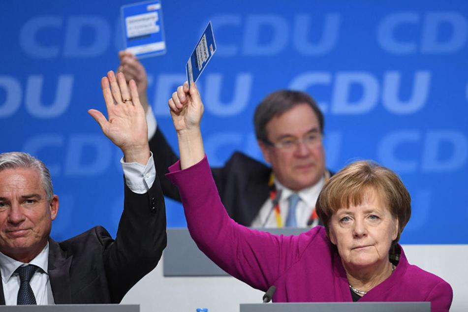 Bundeskanzlerin Angela Merkel (CDU), Thomas Strobl (CDU), Innenminister in Baden-Württemberg und Armin Laschet (CDU), Ministerpräsident von Nordrhein-Westfalen (M) stimmen ab.