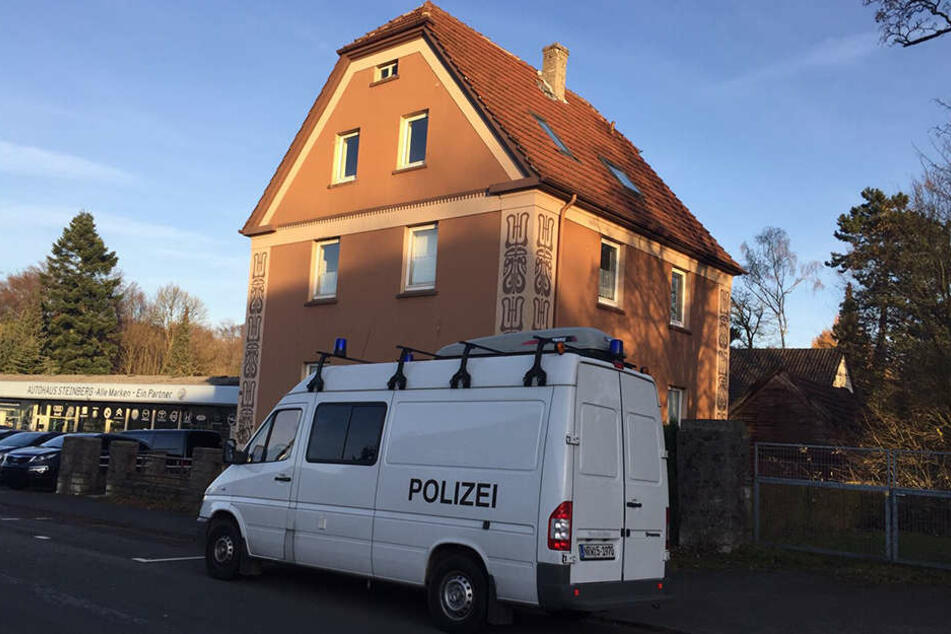 In Oerlinghausen wurde die Leiche einer Frau gefunden. Die Spurensicherung ist vor Ort.