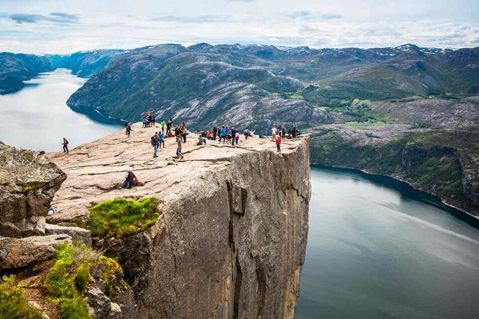 Eigentlich wollten die Touristen hier hinauf. Doch sie landeten 30 Kilometer entfernt und auf der anderen Fjordseite.