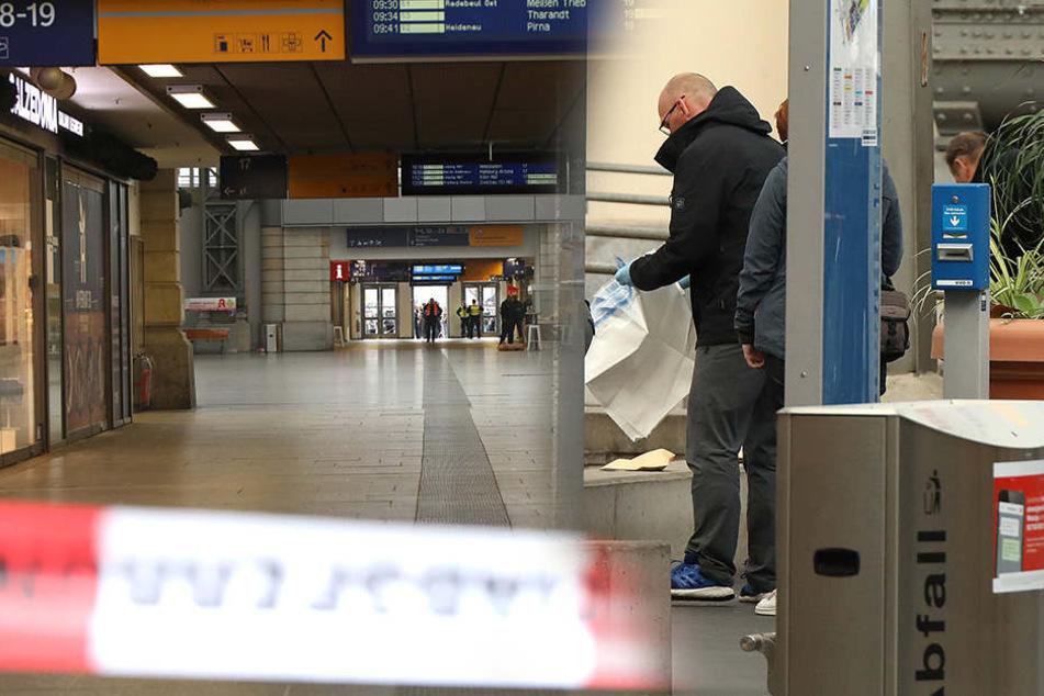 Einsatzkräfte während des Bombenalarms im Hauptbahnhof in Dresden.
