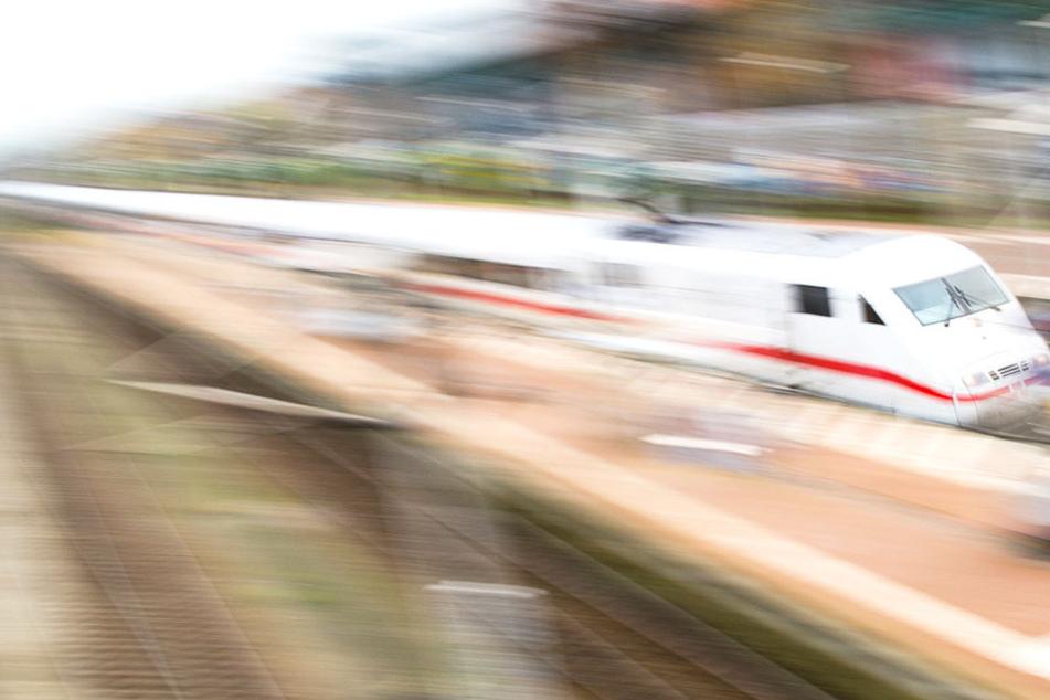 Zwischen Hamburg und Berlin blieb ein ICE liegen.