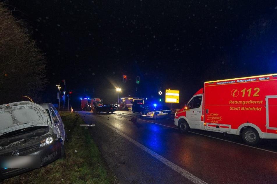 Ein Rettungswagen brachte die Verletzten ins Krankenhaus.