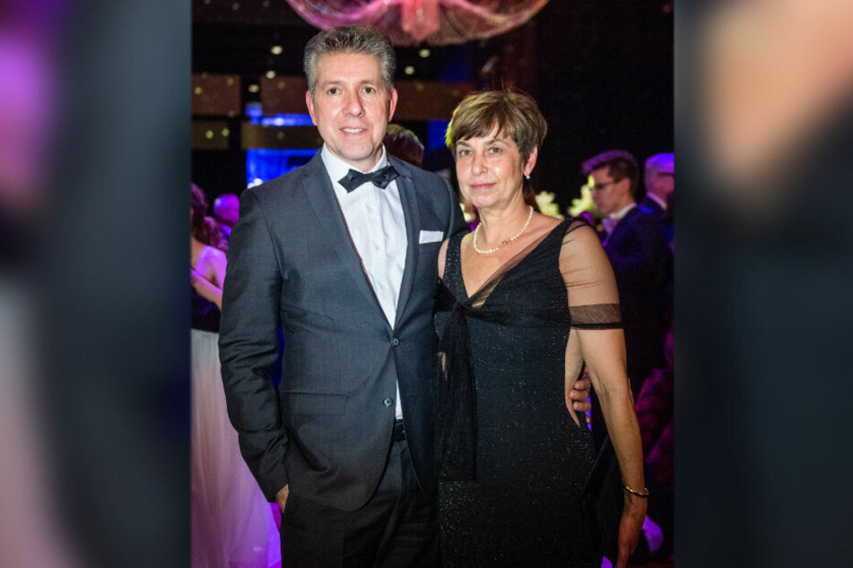 Vertraten das terminlich verhinderte Geburtstagskind OB Barbara Ludwig (57, SPD) glänzend: Kulturbürgermeister Ralph Burghart (49) und Oberstaatsanwältin Ingrid Burghart.