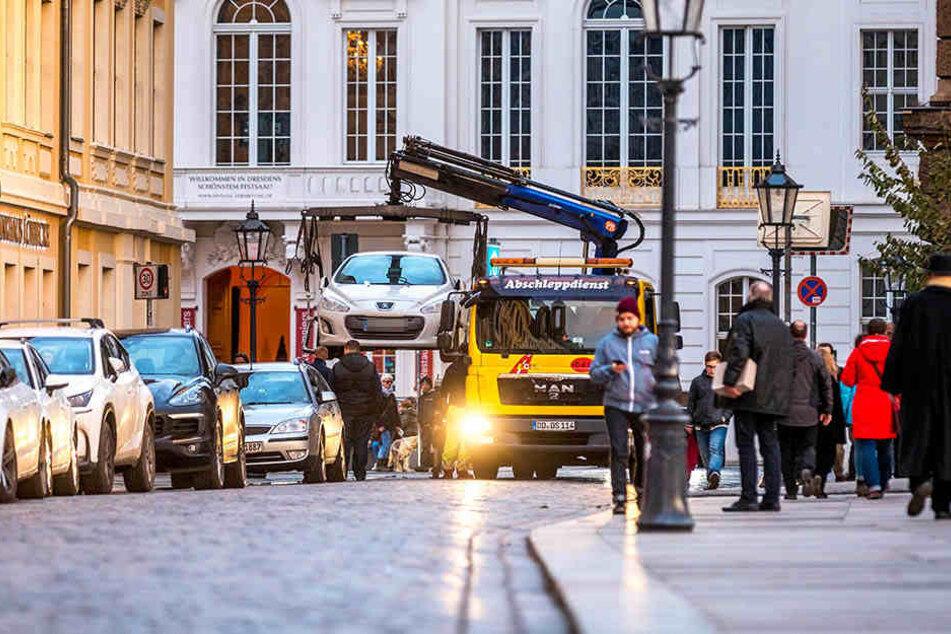 Zur Weihnachtszeit haben auch Dresdens Abschleppdienste Hochkonjunktur.