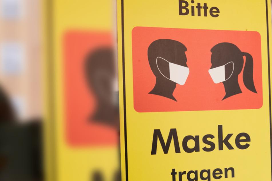 Mitarbeiterin weist auf Maskenpflicht hin: Frau rastet daraufhin komplett aus