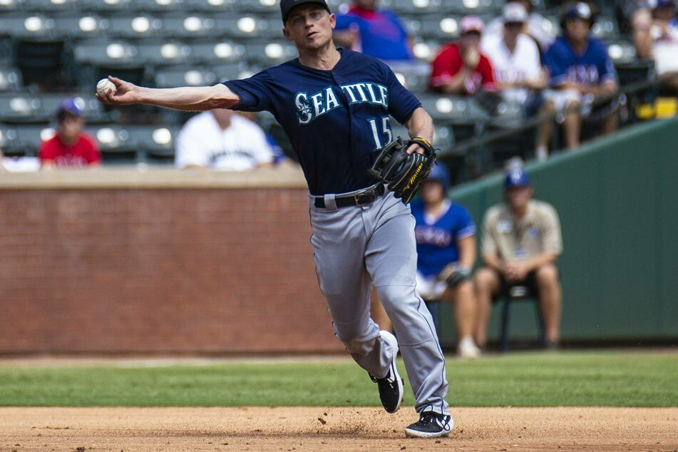 MLB: Mariners easily manhandle the Red Sox as Seager just misses the cycle