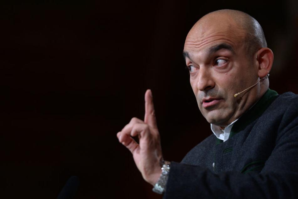 Kabarettist Django Asül darf bei Maibockanstich im Hofbräuhaus austeilen. (Archivbild)