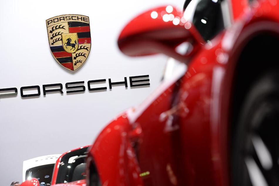 Und auch Porsche muss einige Fahrzeuge zurückrufen.