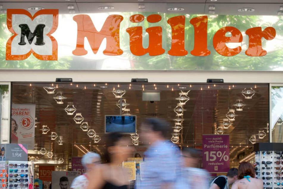 Erwin Müller (86), Gründer des Drogeriemarkts, bekommt 45 Millionen Euro Schadensersatz von der Schweizer Bank Sarasin.