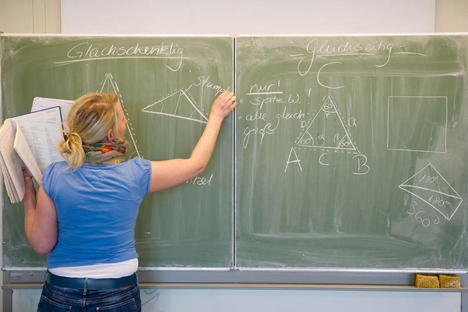 Wegen Lehrermangel! Sachsen muss abgelehnte Lehrer aus Bayern anwerben