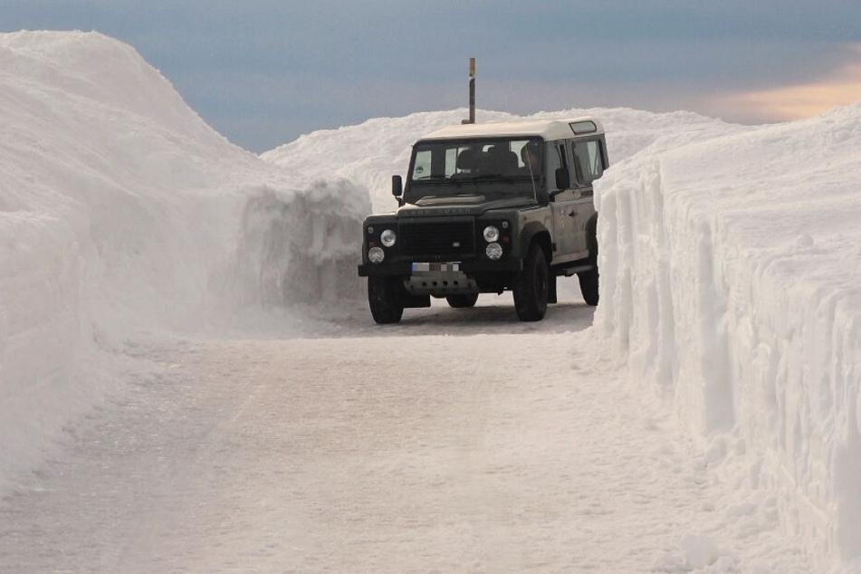 Über zwei Meter hoch türmt sich der Schnee aktuell.