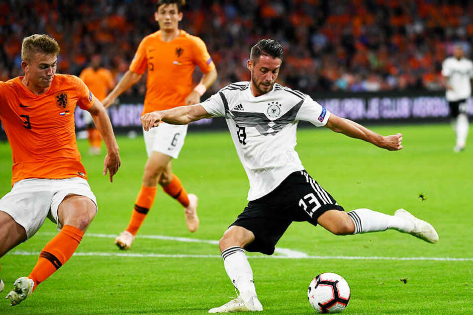 Mark Uth (r.) gab gegen die Niederlande, wo er seinen Durchbruch als Prrofifußballer feierte, sein Länderspieldebüt für Deutschland.