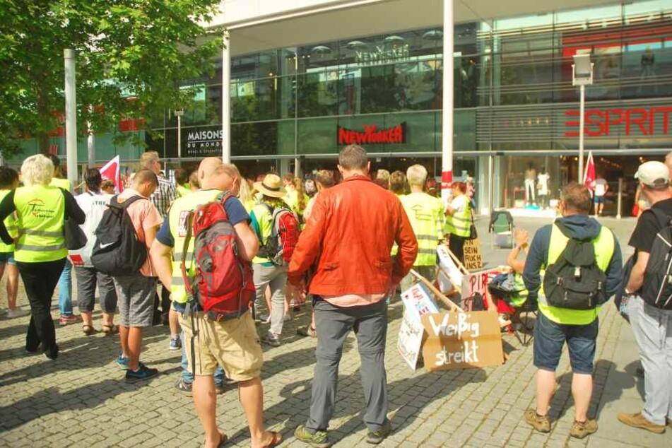 Beim Streik am vergangenen Sonnabend versammelten sich die Mitarbeiter bereits auf der Prager Straße.