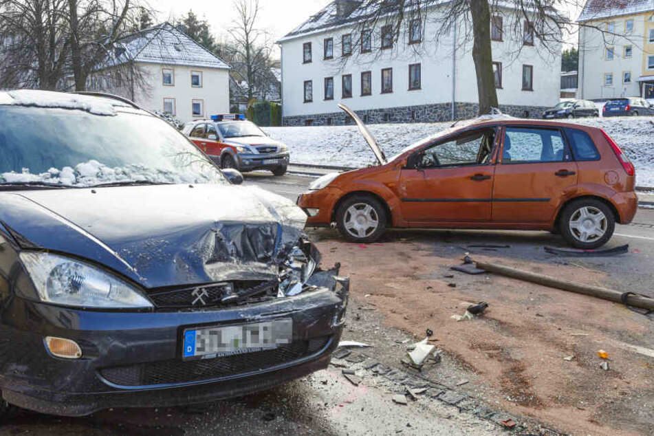 Das Unfallauto rammte einen geparkte Ford.
