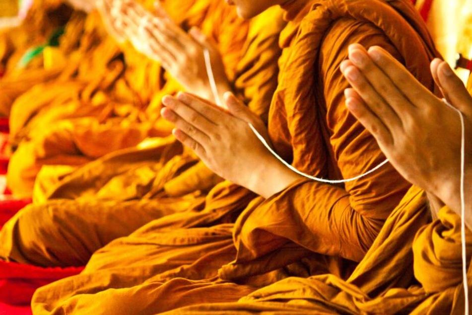 Unbekannte dringen in Tempel ein und erschießen Mönche mit Sturmgewehren