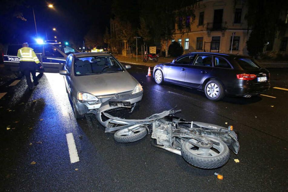 Die Frau auf dem Motorrad kam ins Krankenhaus.
