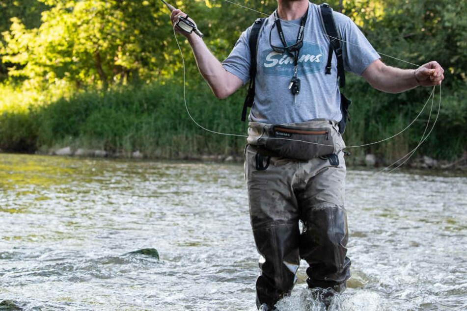 Ein Angler hatte die Leiche des 40-Jährigen in der Fulda entdeckt (Symbolbild).
