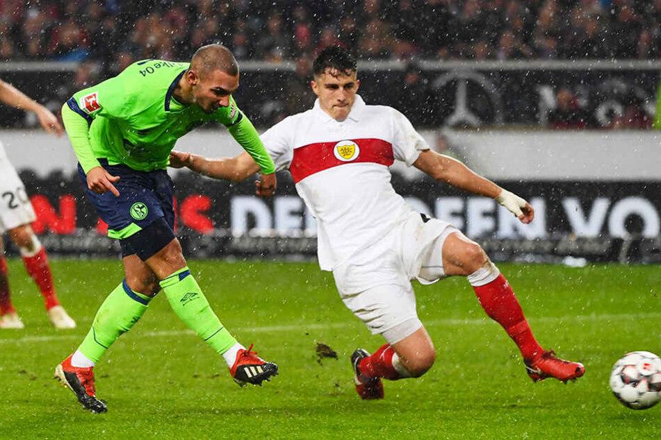 Ein großer Moment für Ahmed Kutucu: Der Schalke-Stürmer erzielte wenige Sekunden nach dieser Aufnahme sein erstes Bundesliga-Tor am 22. Dezember 2018 zum 3:1-Endstand beim VfB Stuttgart.