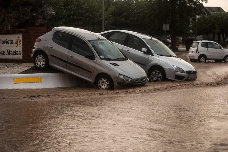 Starke Regenfälle haben in Spanien Überflutungen und Schäden verursacht.