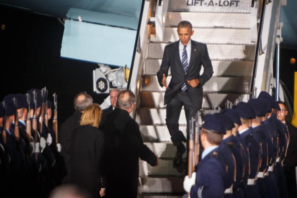 Am Mittwochabendlandete Barack Obama (55) im kaltnassen November in Berlin-Tegel.