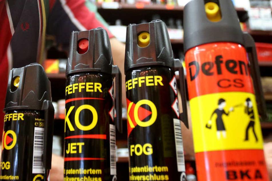 Mit diesen oder ähnlichen Reizgasflaschen hat der Wirt mehrere Menschen in seinem Restaurant bedroht und verletzt.