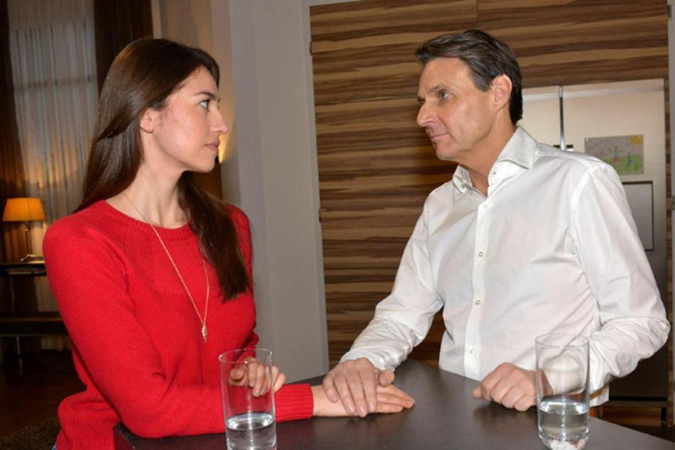 Da knistert es gewaltig: Gerner und Elena kommen sich immer näher.