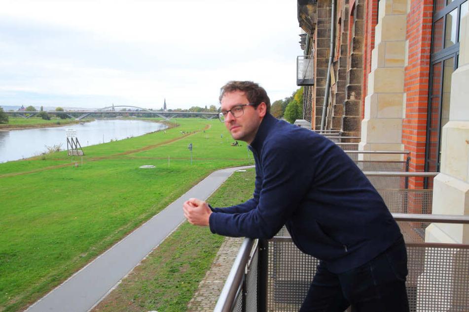 Wohnen in bester Lage: TAG24-Reporter Hermann Tydecks (36) genießt den Elbblick.