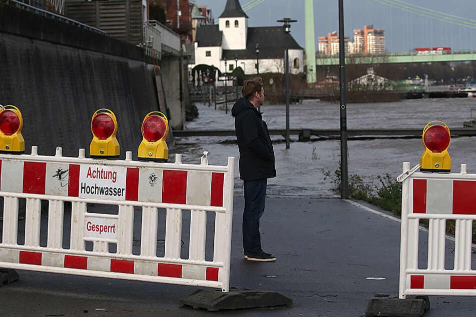 In Köln wurde die Hochwassermarke I am Rhein überschritten.