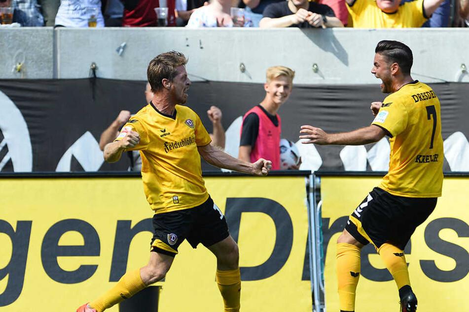 Lambertz (l.) und Niklas Kreuzer bejubeln das 1:0.