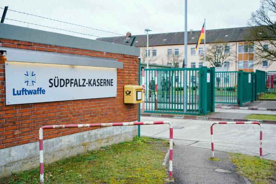 Vier weitere Reisende waren wegen anderer medizinischer Beschwerden in die Frankfurter Uniklinik gebracht worden. Sie sollen noch an diesem Dienstag in die Quarantäne-Einrichtung im rheinland-pfälzischen Germersheim gebracht werden.