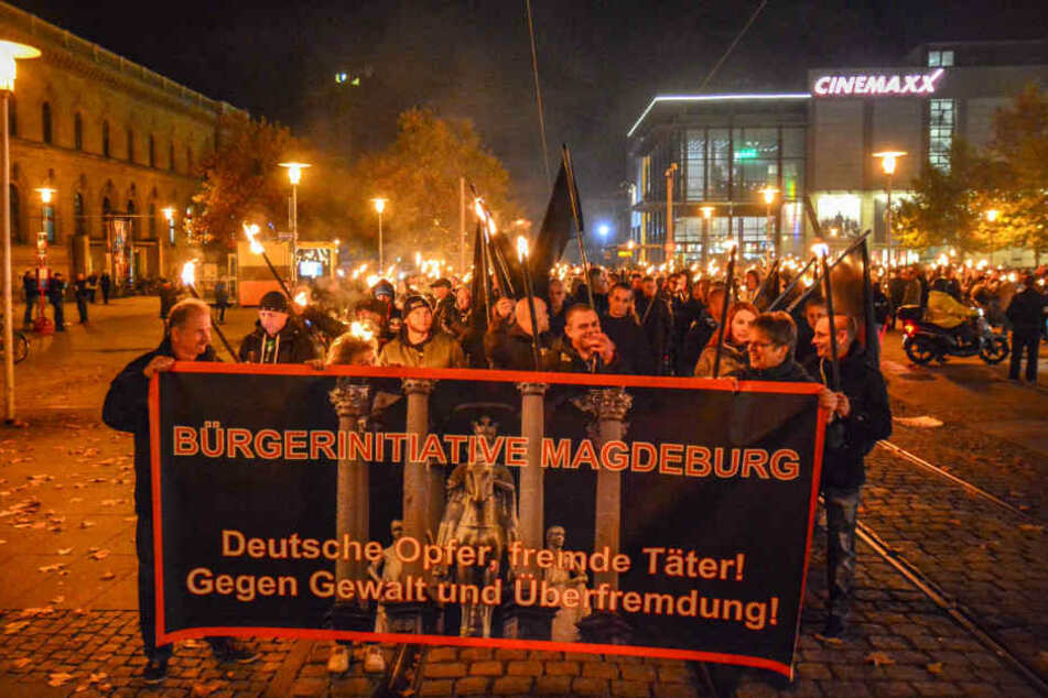 """Die Magdeburger demonstrierten gegen ausländische Gewalttäter und """"Überfremdung""""."""