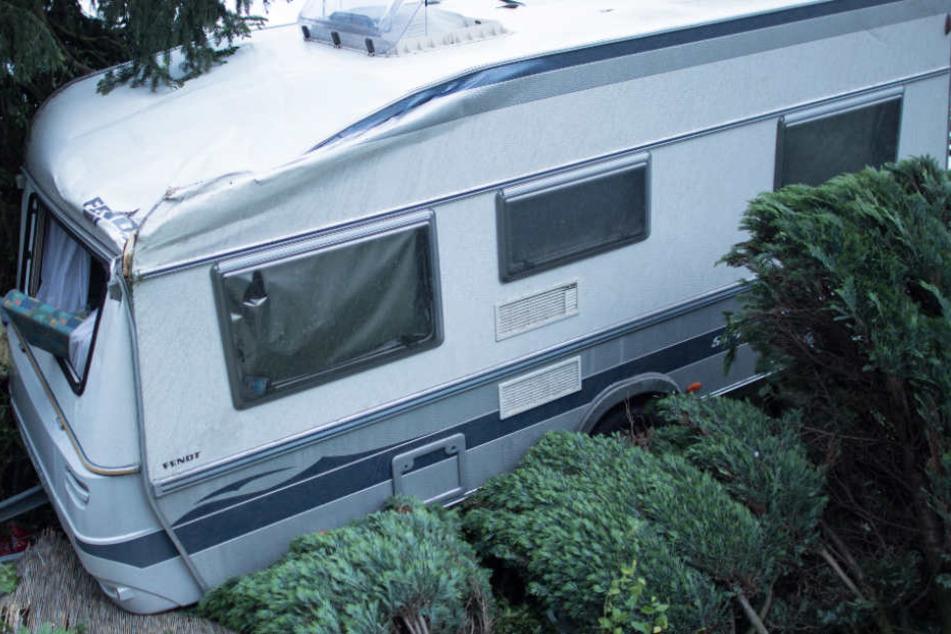 Bedrohlich rollte das Wohnmobil auf den Abhang zu (Symbolfoto).