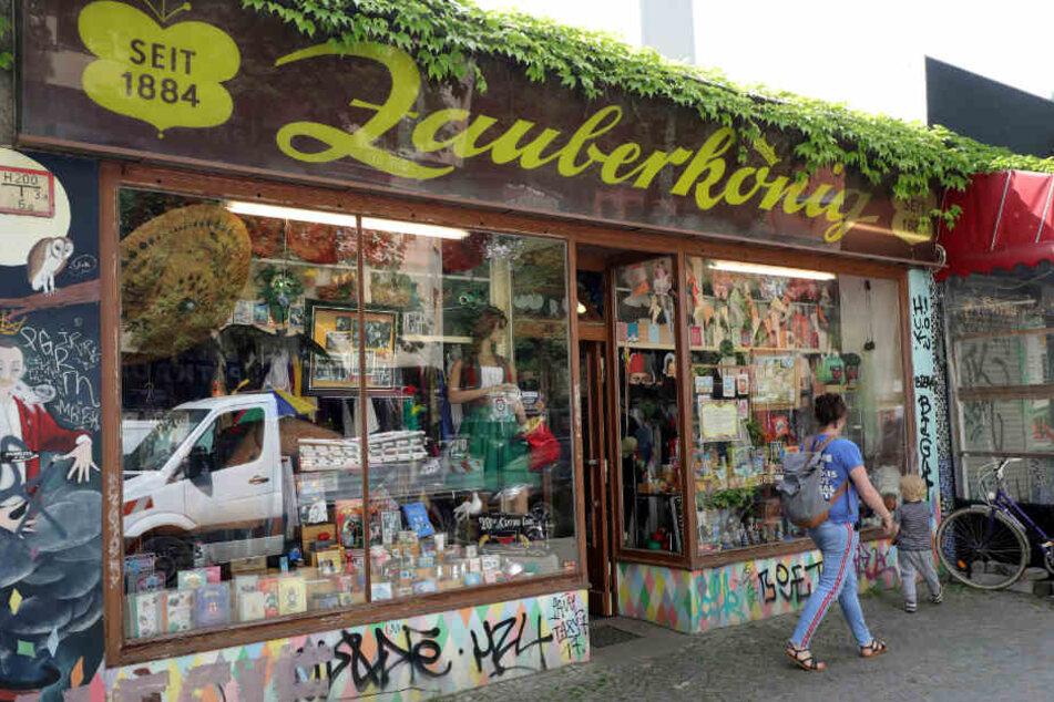 Unzählige Zauberartikel, Masken und kuriose Utensilien kann man in dem kleinen Geschäft an der Herrmannstraße erwerben.