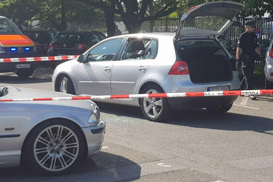 Der Tatort in Steilshoop: Das Opfer wurde an seinem Auto erschossen.