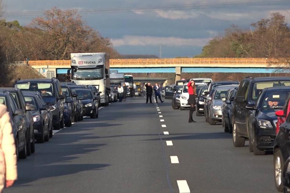 Im Verlauf der Unfallaufnahme wurde die Autobahn zwischenzeitlich voll gesperrt.