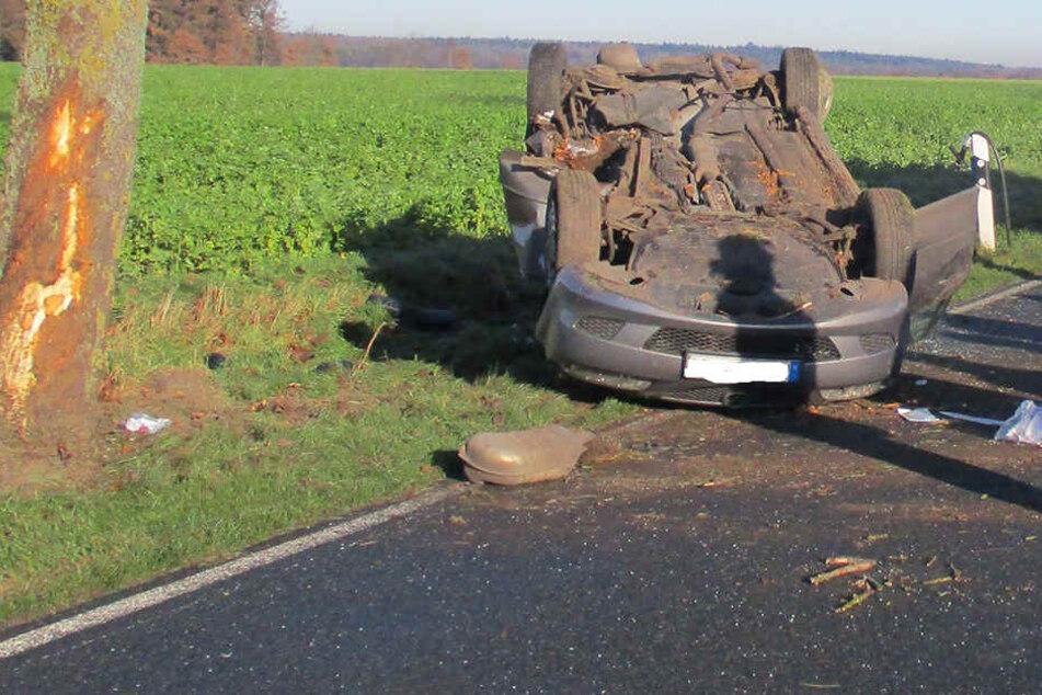Mazda schleudert gegen Baum: Fahrer stirbt an Unfallstelle