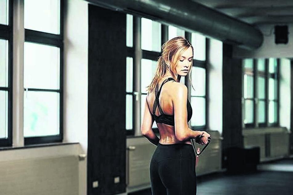 Nebenberuflich modelt Nadine und hält sich mit Sport fit, erfreut ihre Fans im Internet mit sexy Bildern.