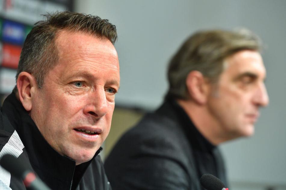 Neu-Coach Kauczinski neben Sportgeschäftsführer Ralf Minge bei der Pressekonferenz zu seiner Vorstellung als Dynamo-Trainer.