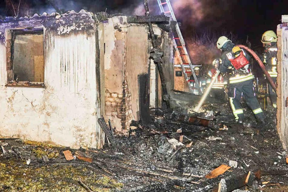 Silvesterfeuerwerk falsch gelagert? Gartenlaube fackelt bis auf die Grundmauer nieder!